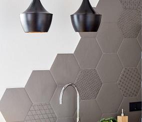 Płytki heksagonalne świetnie pasują do nowoczesnej łazienki