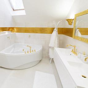 Złota łazienka – jak ją urządzić z pomysłem?
