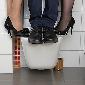 Toaleta podwieszana – ile udźwignie i kiedy się zarwie?