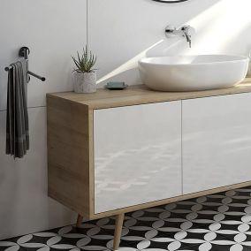 Organizacja łazienki – jak przechowywać w niej rzeczy?