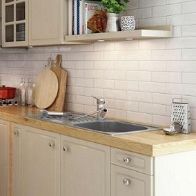 Zalety i wady białych mebli do kuchni