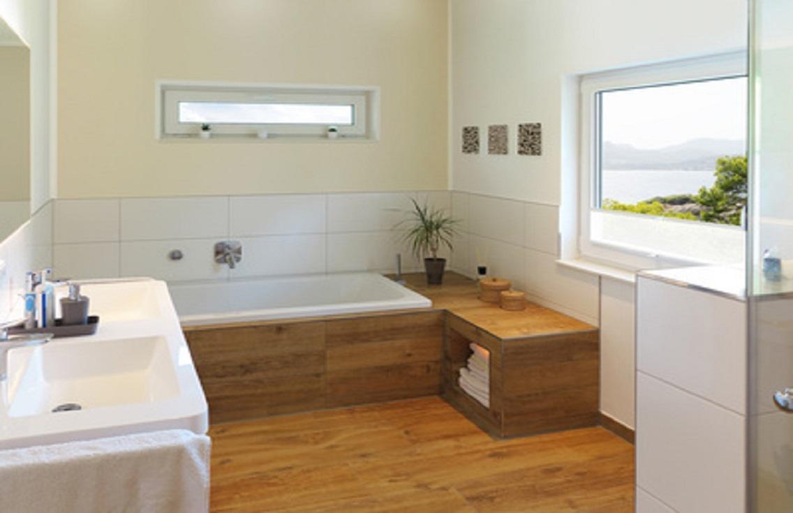 Drewno na podłodze w łazience