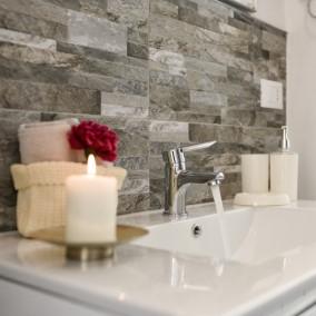 Kamień dekoracyjny – efektowny materiał na ściany w Twojej łazience