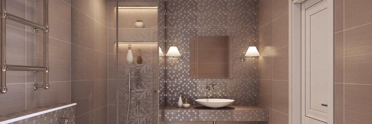 brązowa łazienka z dwoma lampami obok lustra