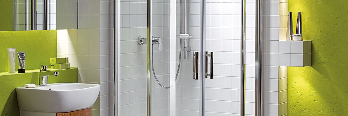 zielona łazienka z prysznicem
