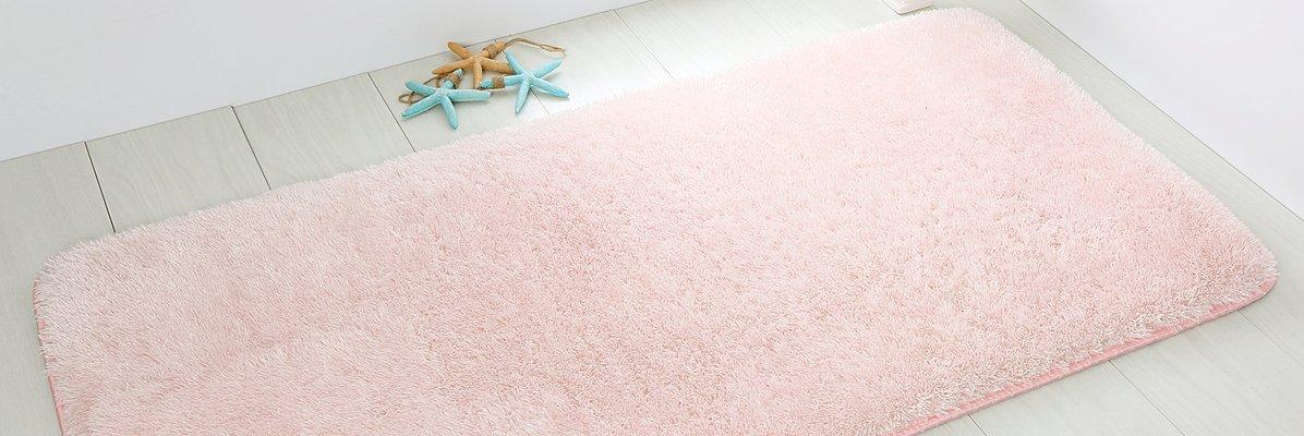 Zielony dywanik łazienkowy ze stopami