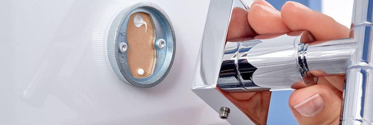 Akcesoria łazienkowe bez wiercenia – bez problemu!
