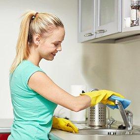 Jak i czym czyścić zlew? 5 sposobów na 5 problemów