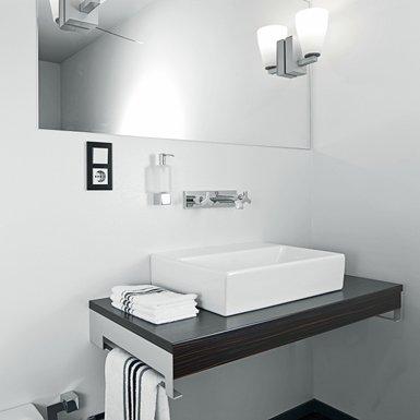 Grohe - biała nowoczesna łazienka