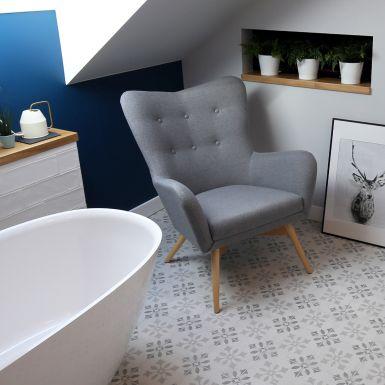 Przytulna łazienka z wanną wolnostojacą