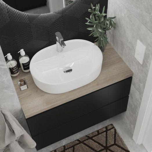 Szara łazienka z czarnym dekorem