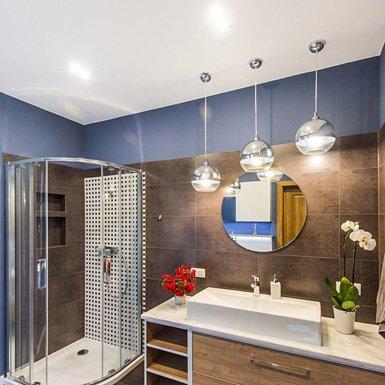 Drewno w łazience - Agata Rozwarska Projektowanie Wnętrz