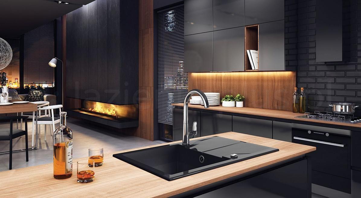 Granitowy zlew w ciepłej drewnianej kuchni