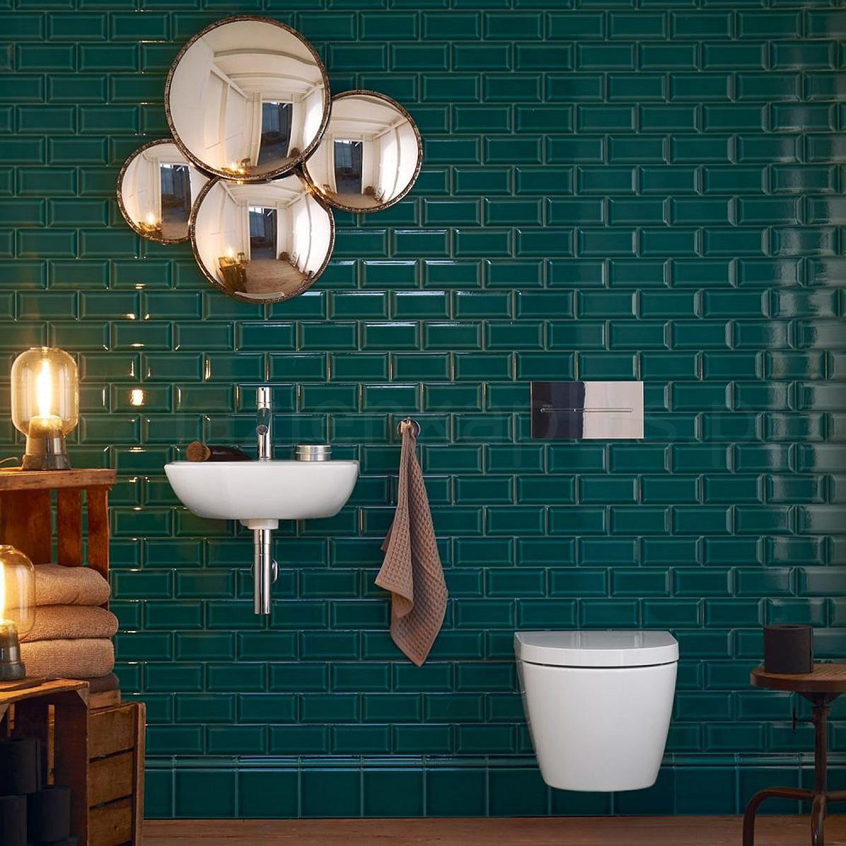 Łazienka z zielonymi płytkami metro