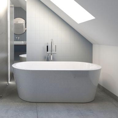 Duża łazienka na poddaszu z wanną