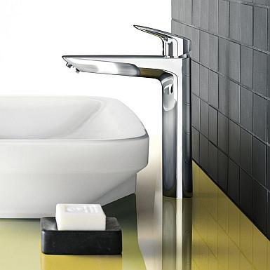 Energetyczna łazienka z nowoczesną baterią umywalkową