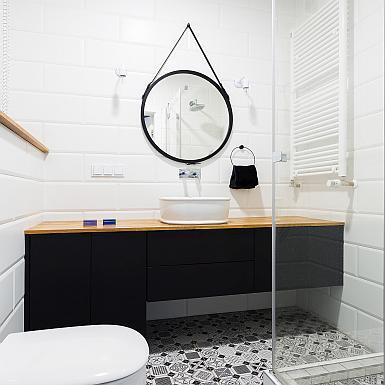 Łazienka w bieli i czerni