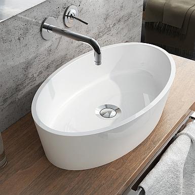 Biała umywalka nablatowa z drewnianym blatem łazienkowym