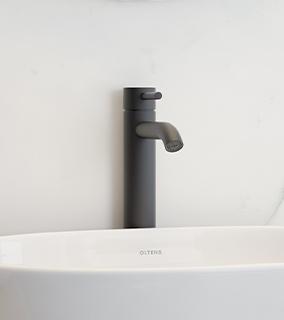 Oltens Molle bateria umywalkowa stojąca wysoka czarny mat 32400300