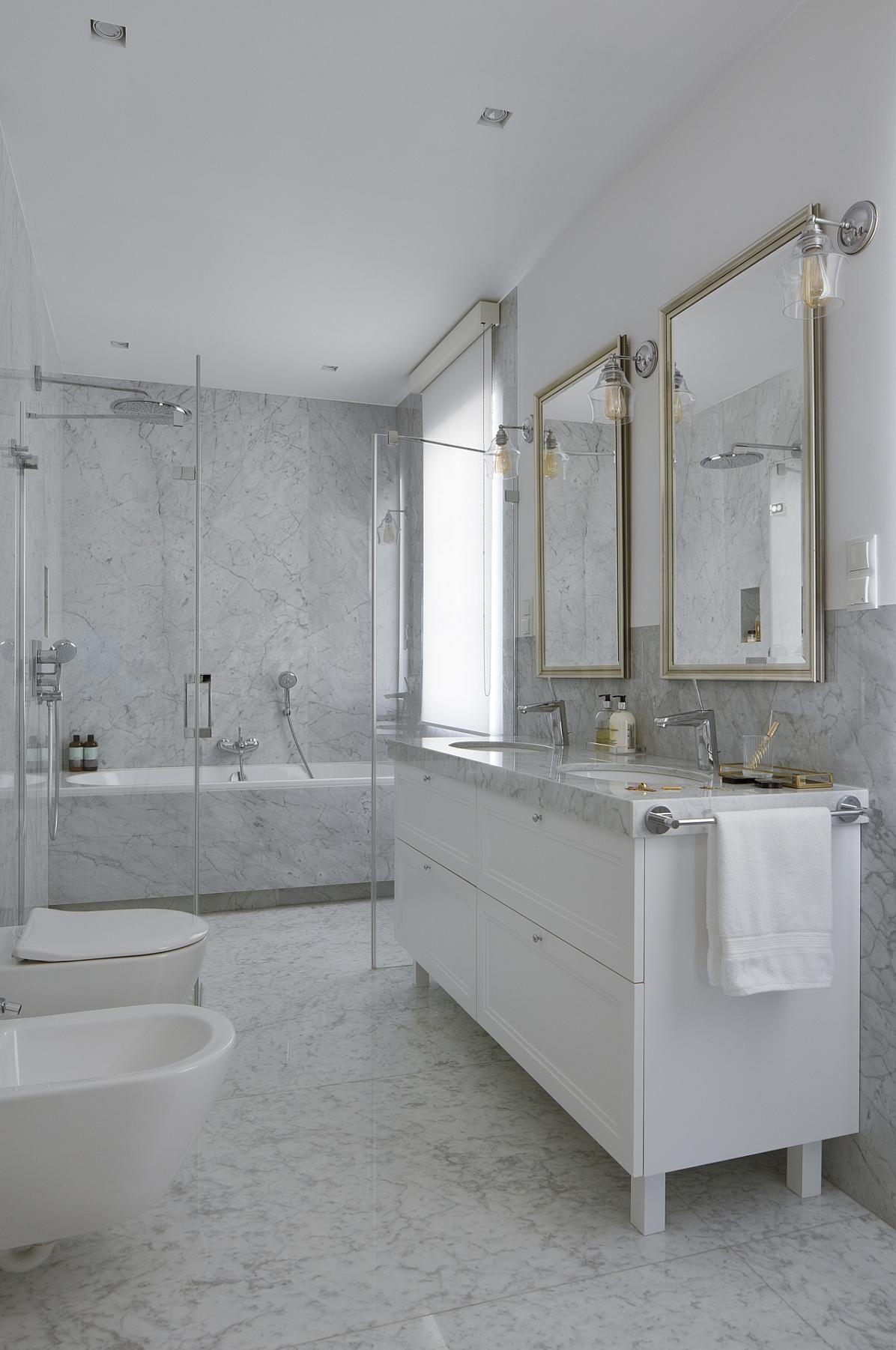 Klasyczna łazienka W Marmurze Kuchnie I łazienki