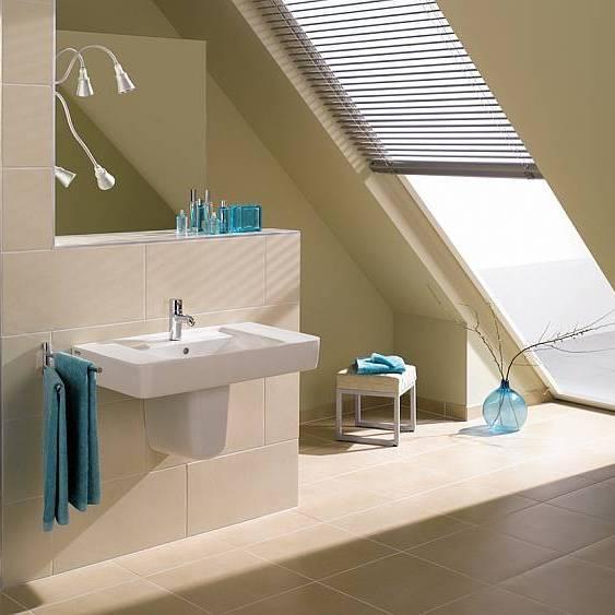 Aranżacja łazienki ze skośnym sufitem